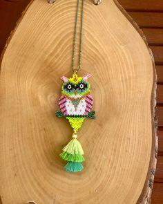 Bead Jewellery, Seed Bead Jewelry, Beaded Jewelry, Peyote Stitch Patterns, Beading Patterns, Beaded Animals, Beaded Ornaments, Bijoux Diy, Bead Crochet