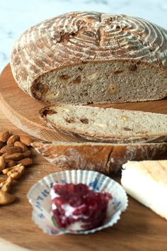Sourdough bread with figs and cashew nuts