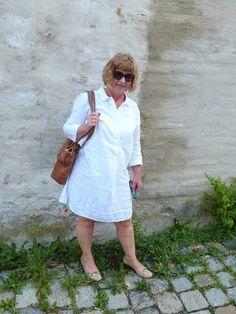 Ein weisses Leinenkleid, mein Wunschkleid, das ich in Holland gefunden habe.