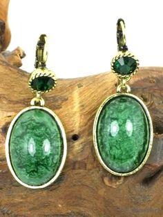 Goudkleurige oorbellen met groene inleg (klaphaak) voor maar €4,95 per paar bij www.deoorbel.nl