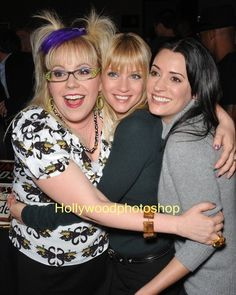 Love these ladies!Garcia, JJ and Prentiss. Merle Oberon, Sean Penn, Catherine Deneuve, James Dean, Best Tv Shows, Favorite Tv Shows, Favorite Things, Paget Brewster, Criminal Minds Cast