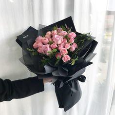 . 오늘은 꽃과 함께하는 로즈데이네요~ 소중한 여친께 채희수플라워꽃다발로 특별한 선물 준비해보세요~ #채희수플라워꽃다발 . . . . 꽃. , 눈뜨다. . . 채희수플라워 ⏱ 월-토 : 10시-8시 / 일 : 10시-6시 플라워레슨, 하우스웨딩 문의 043.254.4300 . . . . #채희수플라워 #꽃다발 #로즈데이 #자나장미 #꽃바구니 #드라이플라워 #청주대꽃집 #플라워레슨 #꽃 #청주 #청주꽃집 #청주시내 #꽃집 #청주예쁜꽃집 #청주꽃집채희수플라워 #청주시내꽃집 #청주꽃선물 #청주꽃수업 #청주꽃 #예쁜꽃집 #청주꽃집추천 #flower #bouquet #dryflower #flowerlesson #flowerbasket #flowerstagram #floraldesign #flowershop . .