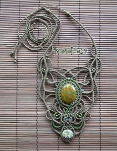 Macrame necklace Earth Love with Pistachio di MahakashiCreations