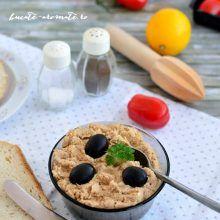 Pastă de ton cu muştar pentru tartine sau ouă umplute   Bucate Aromate Sushi, Romanian Food, Food Platters, Nutella, Oatmeal, Deserts, Food And Drink, Cooking Recipes, Pudding