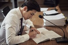 "[Drama] Even more behind-scenes photos of Ji Chang Wook in ""Suspicious Partner"" Ji Chang Wook Abs, Suspicious Partner Kdrama, Studying Girl, Ji Chang Wook Photoshoot, Drama News, Netflix, Police Detective, Kim Woo Bin, Korean Entertainment"