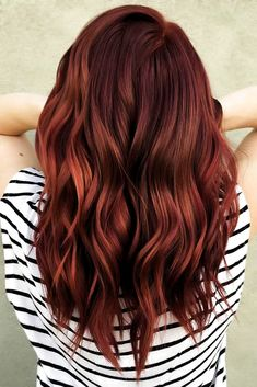 Fiery Auburn redhair ❤ Red hair is really cool, but it's very important to choose the right shade for your complexion. See our helpful advice on popular shades of red. Hair Color Streaks, Hair Color Auburn, Red Hair Color, Hair Highlights, Red Colored Hair, Auburn Hair Copper, Red Balayage Hair, Shades Of Red Hair, Dyed Hair