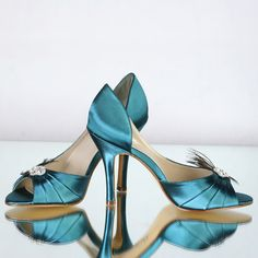 These would be great in any color, love the elegant lines to this shoe.