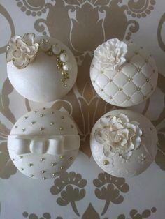 Elegant Birthday Cupcakes   18. Black And White Wedding Cupcakes