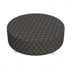 Puff Dalia Mandala: http://www.puffsdealessa.com.br/produto/puff-dalia-mandala-compose-ii-189 Tecidos exclusivos vestem este modelo que funciona também como mesa de centro para sala. C x A x L (cm): 80 X 80 X 30.