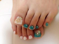 Look up Amazing Pedicure Design Ideas to have a Queen's Feet