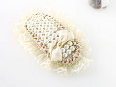 pearl lace clip