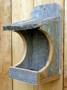 Rustic Nesting Shelter for Robins, Morning Doves and other non cavity nesters. - Rustic Nesting Shelter for Robins, Morning Doves and other non cavity nesters. Wooden Bird Feeders, Bird House Feeder, Garden Crafts, Garden Art, Wood Projects, Woodworking Projects, Bird House Plans, Bird Houses Diy, Bird Boxes