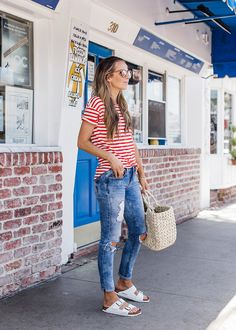 20 Fall Birkenstock Outfit Inspiration Looks Where to Buy Birkenstock Dupes Birkenstocks fall outfit looks for every fall occasion These Birkenstocks outfit for fall are cute trendy and super comfy Stylish Outfits, Fashion Outfits, Girl Outfits, Fashion Poses, Stylish Clothes, Dressy Outfits, Modest Outfits, Fashion Clothes, Style Fashion