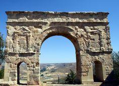 Celtíberos, romanos, árabes y cristianos forjaron la que es hoy una de las ciudades más bonitas de España: Medinaceli (Soria)