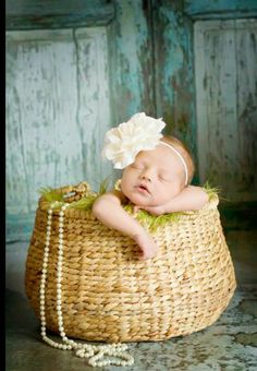 cute newborn picture idea! Could use the beads from Adelaide's 6 mo photos...