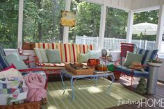 Id like to do the deck like this and put the table in the yard with the umbrella. Hmm