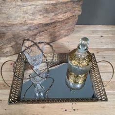 50dfd557cc82 Vintage σετ κουμπάρου αποτελούμενο από vintage μεταλλικό δίσκο με καθρέφτη,  ποτήρι κρασιού, vintage γυάλινη
