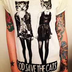 Cat punk t shirt Punk Fashion, Grunge Fashion, Girl Fashion, Womens Fashion, Fashion Design, Fashion Souls, Kitsch, Beautiful Outfits, Cute Outfits