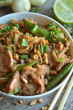 Łatwy makaron ryżowy zwieprzowiną Veggie Recipes, Asian Recipes, Healthy Recipes, Ethnic Recipes, Veggie Food, Wok, Japchae, Meal Planning, Good Food