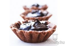Gingernut Chocolate Tartlets are a elegant and delicious treat for a lovely afternoon tea. The best part is you can freeze the biscuit bases to be used when needed. Delicious Desserts, Dessert Recipes, Yummy Food, Dessert Ideas, Ginger Nut Biscuits, Chocolate Torte, Mini Tart, Special Recipes, Food To Make
