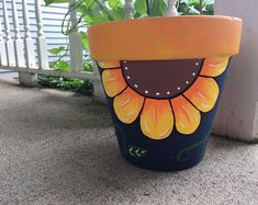 Flower Pot Art, Flower Pot Design, Clay Flower Pots, Flower Pot Crafts, Clay Flowers, Gift Flowers, Diy Flower, Clay Pot Projects, Clay Pot Crafts