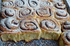 Tepsis, foszlós kakaós csiga bögrésen | Rupáner-konyha Baking And Pastry, Sweet And Salty, High Tea, Banana Bread, Food To Make, Deserts, Dessert Recipes, Food And Drink, Cooking Recipes