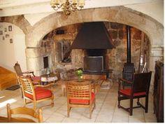 salon avec cheminée deschambres d'hôtes et gîte à vendre à Fraissinet en lozère