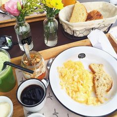 Favorite breakfast in town  Amo muito começar nossos domingos na #PadocaDoMani  #sundays #familytime