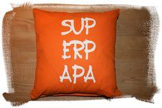 """Du hast den besten Papa der Welt? Oder Dein Mann ist der """"SUPERPAPA""""? Dann sag` ihm das doch mit einem Kissen ;-)  Ein Kissen in der Größe 40 x 40 cm mit der Aufschrift: SUPERPAPA!  Ein originelles..."""