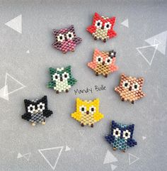 invasion of small colorful owls 🦉🌈 Seed Bead Patterns, Beaded Jewelry Patterns, Peyote Patterns, Beading Patterns, Color Patterns, Bead Jewellery, Seed Bead Jewelry, Beading Projects, Beading Tutorials