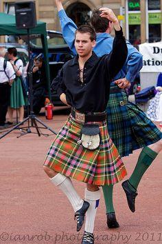 Dunedin Folk Dance Festival - Performance in Glasgow's George Square - 2011           Performance in Glasgow's George Square