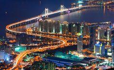 Busan là được mệnh danh là thành phố biển nổi tiếng với cảng biển lớn, những bãi biển xinh đẹp. Busan là thành phố lớn thứ hai của Hàn Quốc, sau thủ đô Seoul. Nếu đi du lịch qua xứ sở Kim Chi bạn nhớ đừng bỏ qua điểm đến là Busan nhé. http://www.toiyeuhanquoc.com/cau-treo-gwangan-doc-dao-o-busan/