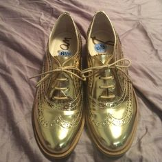 Sam Edelman shoes Gold shiny Sam Edelman shoes. Worn for ONLY 4 hours Sam Edelman Shoes Flats & Loafers