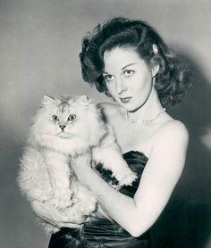 Susan Hayward and kitteh, circa 1950s