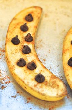 Healthy dessert-roasted bananas with chocolate chips and cinnamon.