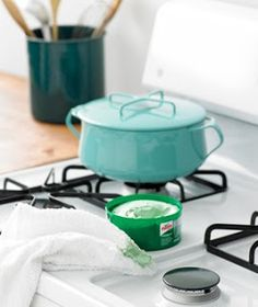 Keep the stove top clean by applying a thin layer of car wax, then wipe it off. It keeps food from sticking. Anything that sticks easily wipes away with a magic eraser!