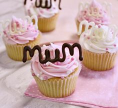 We thought what better way to celebrate Mother's Day weekend than to create some cakes that would be perfect for the all the Mums out there! These Mum cake toppers are so quick and easy to make with Choco Writers!