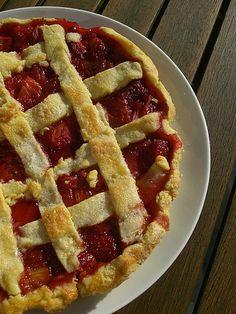 tarte à croisillons fraise rhubarbe, via Flickr.