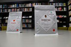 SUMATRA - JAGONG GEGARANG (farma) Pôvod kávy z indonézskej oblasti Takengon & Lake Tawar, Aceh. Ťažká čokoláda, mandarinka, jemná a sladká. Zber 2014. Odroda Bourbon & P88. Spracovanie polo-mokré. Nadmorská výška 1600-1800 m. Producent je družstvo farmárov. Certifikát Organic & Fair Trade.