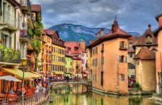 Annecy en Automne, les canaux en vieille ville.