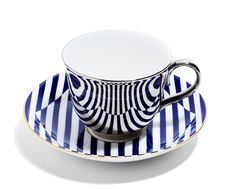 Richard Brendon meets Patternity, Warp, teacup and saucer. Brilliant mirrored cup reflects any saucer. no more mismatches! Dynamic Design, Bone China Tea Cups, Espresso Cups, Objet D'art, Tea Cup Saucer, Dinnerware, Tea Pots, Tableware, Kitchenware