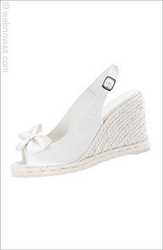 Zapato de novia con cuña de Castañer.