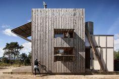 Hut on Sleds, Whangapoua, Coromandel Peninsula | Crosson Clarke Carnachan Architects (Auckland) Ltd; Photo: Simon Devitt | Bustler