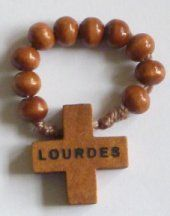 Single-decade rosaries or pocket rosary can easily be worn as a ring or carried, rosary rings are still popular and can be used any time to say a prayer. Lourdes France, Catholic Store, Say A Prayer, Rosaries, Beaded Bracelets, Pocket, Wood, Rings, Car
