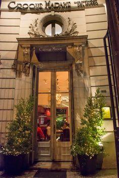 En el Museo de Arte Decorativo se encuentra el restaurante Croque Madame. Está ubicado en lo que fue la casa del chofer de la residencia, que perteneció a la familia Errázuriz a principios del siglo XX.