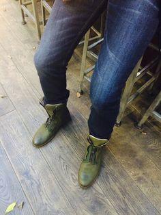 Keatons having coffee http://www.raspberryheels.com/shop/produkt,en,men,feature--keaton-%5Bbottle-green%5D.html