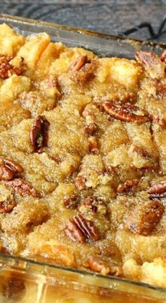 Sub GF bread. Pecan Pie Bread Pudding ~ It is actually Pecan Pie without the crust. Instead it's poured over a delicious bread pudding and baked to perfection. It's Pecan Pie infused heaven! Köstliche Desserts, Dessert Recipes, Pecan Pie Bread Pudding, Bread Puddings, Bread Pudding Recipes, Pudding Cake, Vegemite Recipes, Pecan Pie Cobbler, Dessert Bread