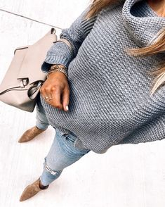 Fashion Jackson Wearing Amazon Fashion Grey Turtleneck Sweater Mode Outfits, Casual Outfits, Fashion Outfits, Joelle Fletcher, Mode Ab 50, Fashion Jackson, Kristin Cavallari, Mode Chic, Sienna Miller