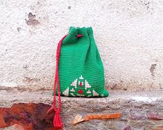 crochet bag - Something like this for re-useable Christmas bags would be cool. M2