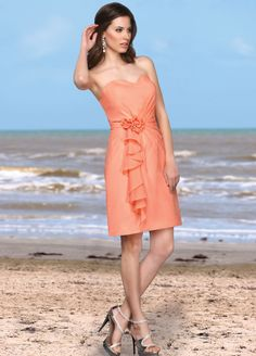 This short chiffon Davinci is sure to be a hit with your bridesmaids!